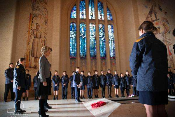 Students laying a wreath in the Hall of Memory