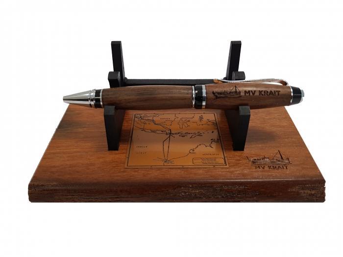 MV Krait: desk set with pen