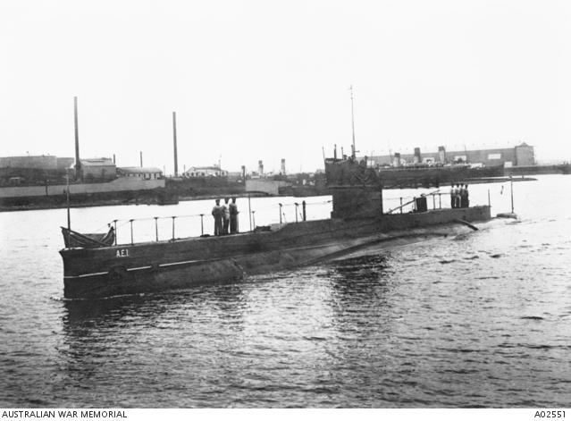 The Royal Australian Navy submarine AE1 comes into port at Sydney, 1915. A02551
