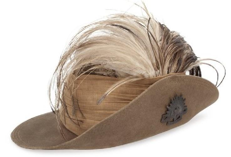RELAWM17393B Light Horse slouch hat with pleated puggaree and emu plume. This puggaree may have come from a cork helmet. It is common to see Light Horseman wearing that style of puggaree on their slouch hats, or their pleated prewar unit puggarees.
